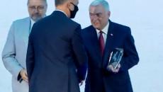Prezydent RP Andrzej Duda Gratuluje marszałkowi Andrzejowi Bętkowskiemu