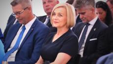 Renata Janik Siedzi Wśród Uczestników Uroczystości, Obok Niej Bogdan Wenta, Senator Krzysztof Słoń I Poseł Jarosław Rusiecki