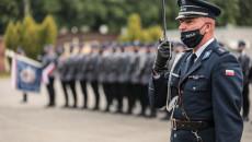 Dowódca uroczystości świętokrzyskiej Policji, komisarz Rafał Wydrzyński