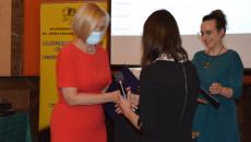 Wicemarszałek Renata Janik Odbiera Nagrodę Idol, etap regionalny, Fundacji Szansa dla Niewidomych