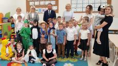 Wicemarszałek Renata Janik Z Dziećmi Podczas Otwarcia Nowego Przedszkola (1)