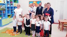 Wicemarszałek Renata Janik Z Dziećmi Podczas Otwarcia Nowego Przedszkola (2)