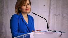 Wiceminister Anna Krupka Stoi Za Mównicą, Przemawia Do Mikrofonu