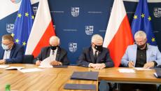 Podpisywanie Dokumentów Umów Przy Stole Prezydialnym