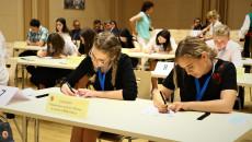 Uczniowie Piszą Test