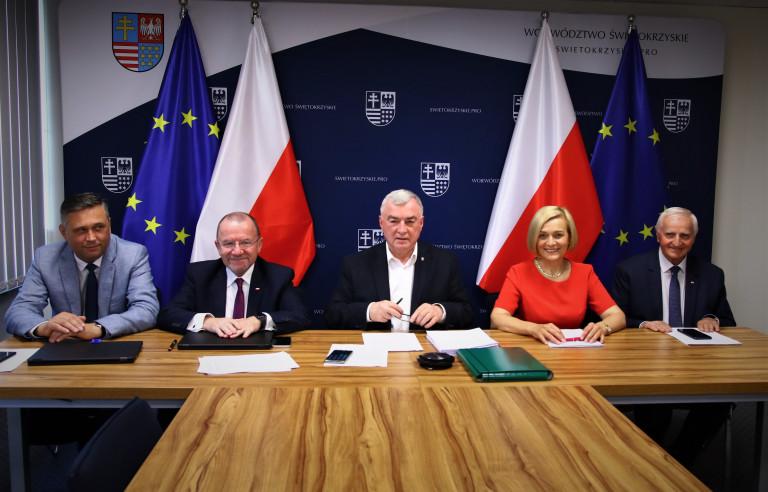 Zarząd Województwa Świętokrzyskiego Podczas Posiedzenia