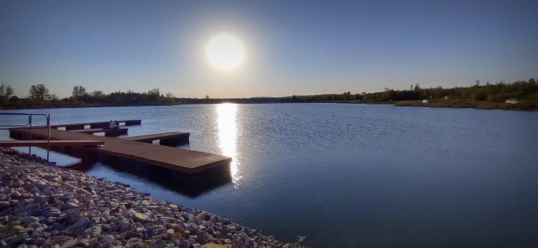 Zbiornik Lipowica w gminie Chęciny podczas zachodu słońca