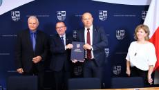 Marek Jońca, Marek Bogusławski Podpisali Umowę Z Burmistrzem Szydłowa Andrzejem Tuzem
