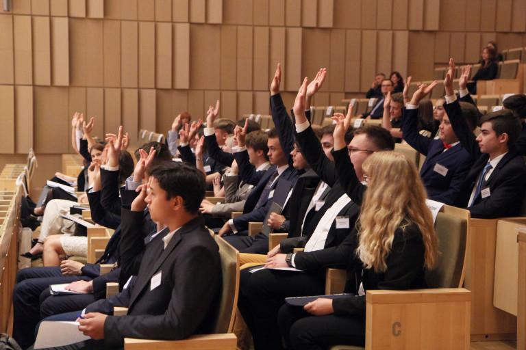 Młodzieżowy Sejmik Podczas Głosowania W Czasie Sesji