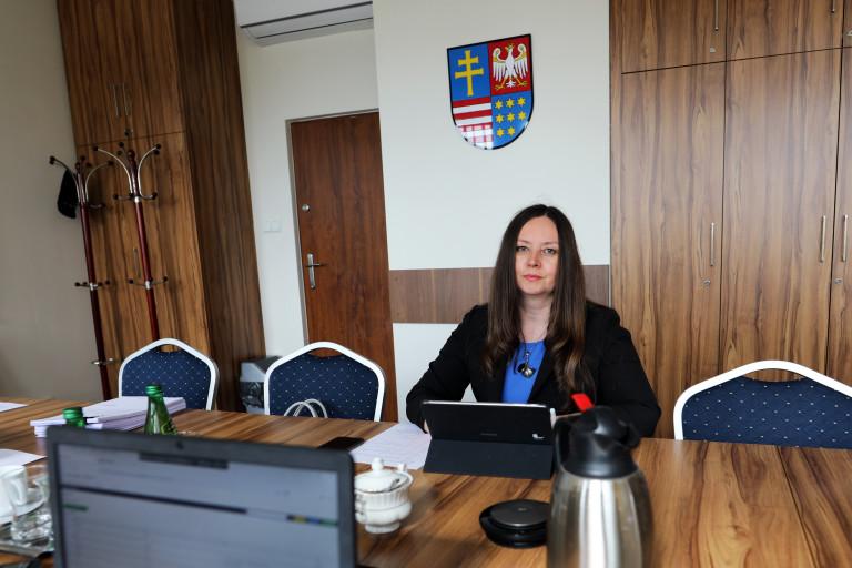 Przewodnicząca Komisji Prowadzi Obrady Komisji