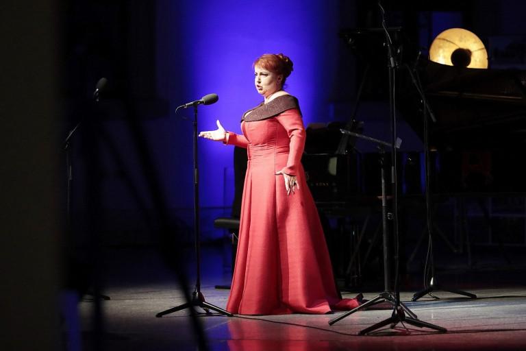Śpiewaczka Katarzyna Oleś Blacha