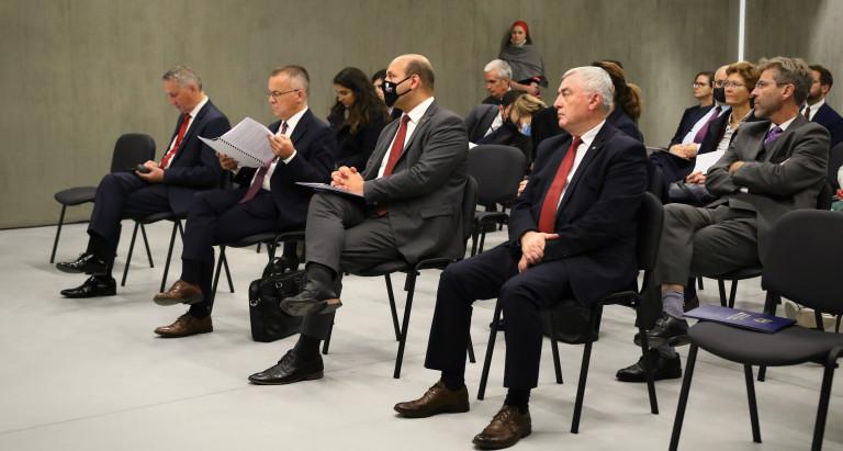 Uczestnicy Konferencji, Przedstawiciele Ministerstwa Oraz Marszałek Andrzej Bętkowski