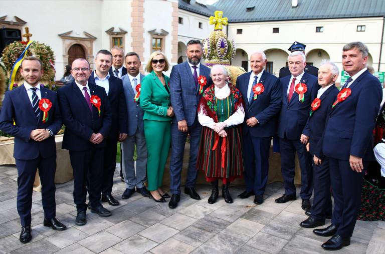 Członkowie Zarządu Województwa, Przewodniczący Sejmiku, Radni Z Józefą Bucką Autorką zwycięskiego Wieńca