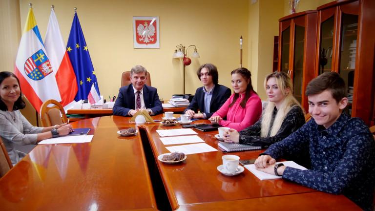 Członkowie Prezydium Sejmiku Młodzieżowego, Przewodniczący Andrzej Pruś, Dyrektor Marta Solińska Pela
