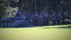 Ftagment Inscenizacji żołnierze Niemieccy Stoją Przy Czołgu