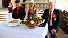 Marszałek I Starostowie Przy Stole, Chleb Dożynkowy W Koszu