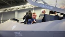 Minister Mariusz Błaszczak W Kokpicie Amerykańskiego Myśliwca Bojowego