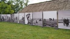 portrwty mieszkańców świętokrzyskiej wsi biało-czarne fotografie na wielkoformatowych planszach