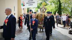 Strażacy Osp Niosą Wieniec Reprezentujący Gminę Miedziana Góra