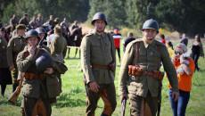 Uczestnicy Inscenizacji W Polskich Mundurach Wojskowych Okresu 2 Wojny światowej