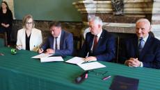 Umowę Podpisuje Wójt Słupi Koneckiej