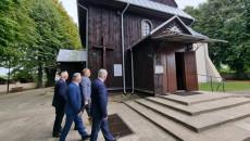 Wizyta W Zabytkowym Drewniach Kościele W Miejscowości Lipa