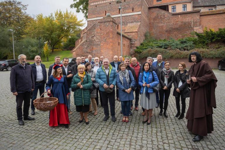 Uczestnicy Konwentu Przewodniczących Sejmików pozują do wspólnego zdjęcia