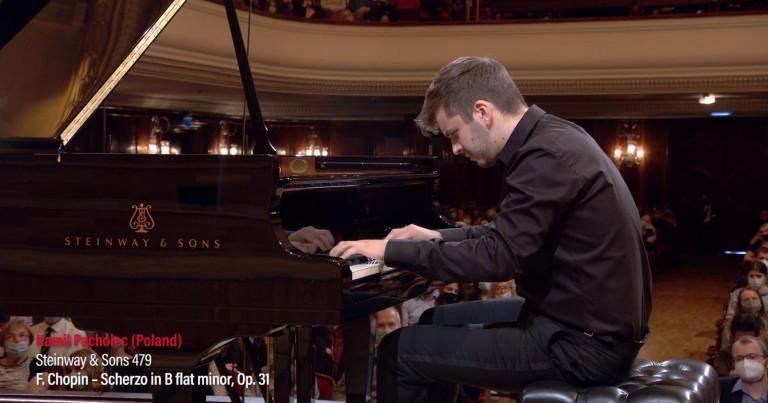 Kamil Pacholec podczas występu w konkursie