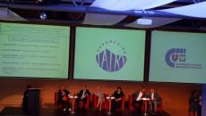 Kikoro Uczestników Forum Siedzi Na Krzesłach. Zdjęcie Wykonane Z Daleka