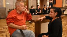 Tancerze Konsultują Nowy Układ Choreograficzny.