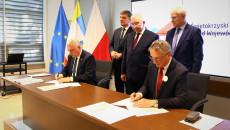 Samorządowcy Podpisują Umowe Na Obwodnicę