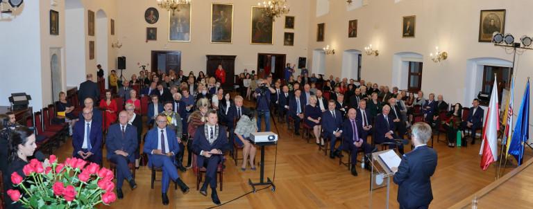 Uroczystość W Sali Rycerskiej Muzeum Okręgowego W Sandomierzu