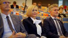 Wicemarszałek Renata Janik Przysłuchuje Się Prezentacji W Ramach Konsultacji